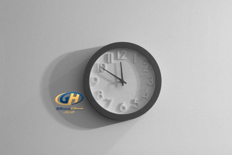 ساعت در محیط اداری ، دکوراسیون با ساعت ، قصر چوب